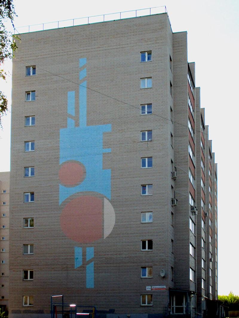 Фасад, раскрашенный по эскизу заказчика. Мы не понимаем, что это значит