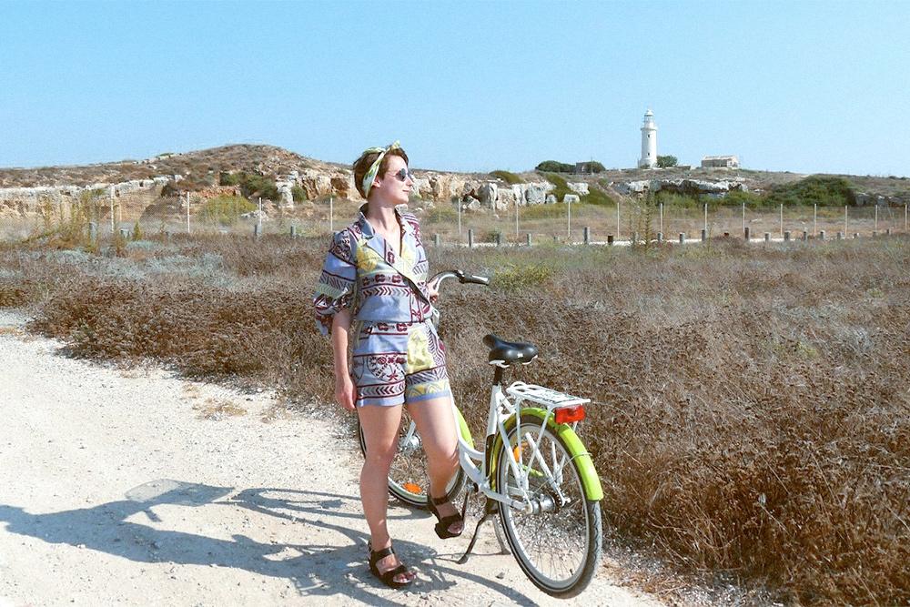 На Кипре я арендовала велосипед. Он подходил для прогулок по гравийной дороге, но был для меня великоват. На своем ездить все-таки удобнее