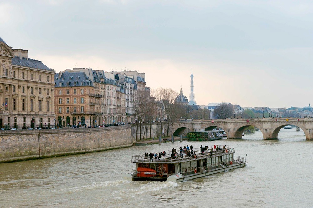 Кораблик «Бато-паризьен»