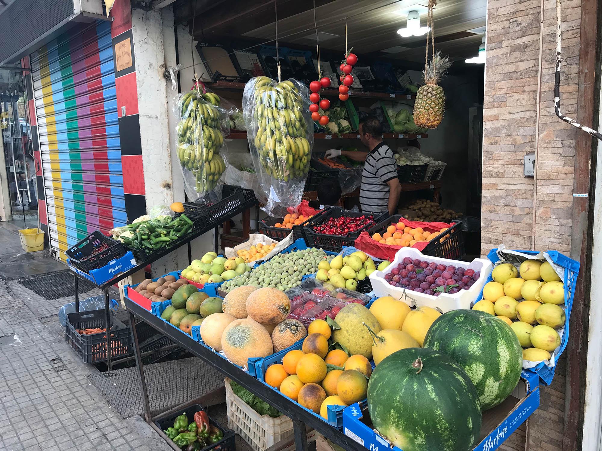 Фруктовая лавка на улице Бейрута