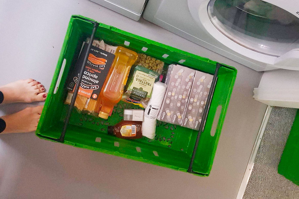 Продукты доставляют в таких корзинах, потому что стараются не использовать пластиковые пакеты