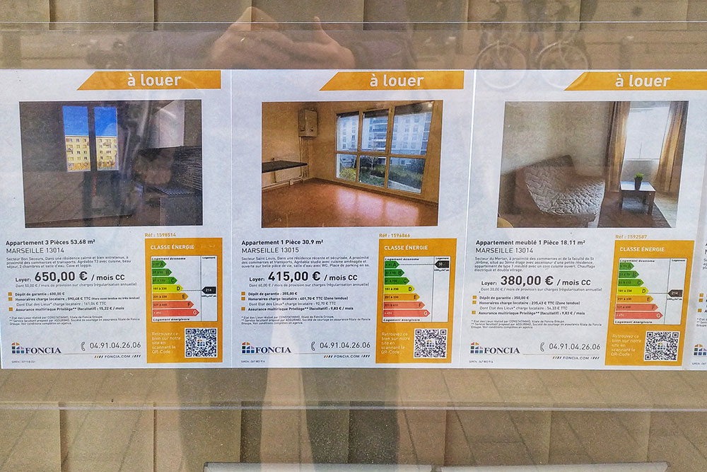 Вот конкретные примеры: указана цена в месяц, район, площадь квартиры, класс энергоэффективности