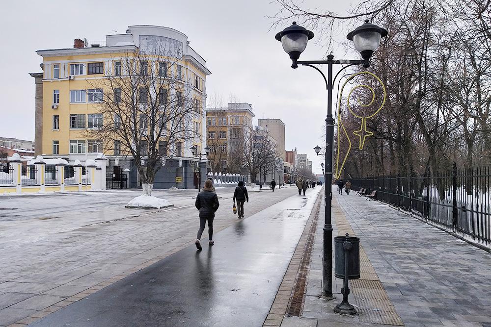 Волжская — одна из немногих улиц Саратова, которые обязательно чистят каждый день