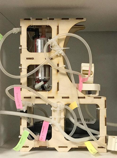 Клиенты очень любят приходить к нам с идеями встроенных кофеварок для автомобиля. Это первый прототип, из фанеры