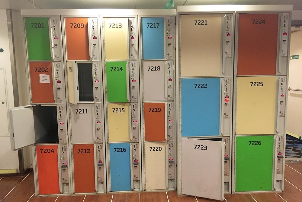 В камере хранения можно оставить вещи за 4€ (276<span class=ruble>Р</span>). Открыть шкафчик можно только один раз