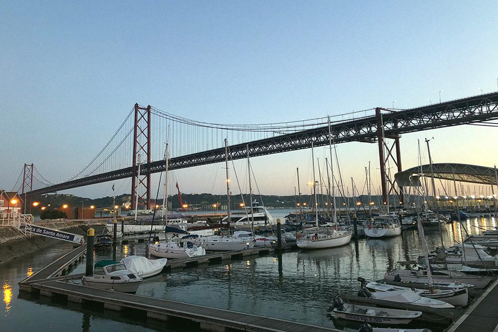 Мост 25 апреля в Лиссабоне похож на мост Золотые Ворота в Сан-Франциско