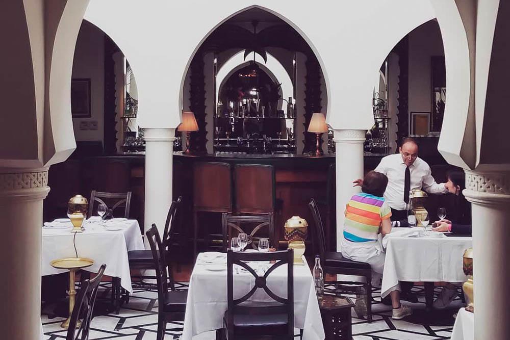 Rick's Cafe в Касабланке — популярное туристическое место. Здесь ужин на двоих обошелся нам вдвое дороже, чем обычно: 400 дирхамов (2900<span class=ruble>Р</span>)