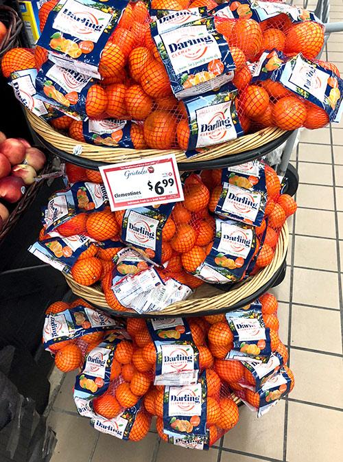 Клементин — гибрид мандарина с апельсином. Связка в Gristedes стоит 6,99$