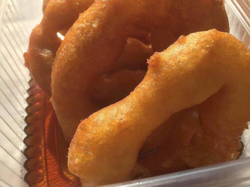На десерт готовят пикаронес — пончики из тыквы и сладкого картофеля. Подают со сладким соусом чанкака из нерафинированного тростникового сахара. Порция из 4 пончиков стоит 5 солей (100рублей). Если взять с собой, цена увеличится на 50 сантимов