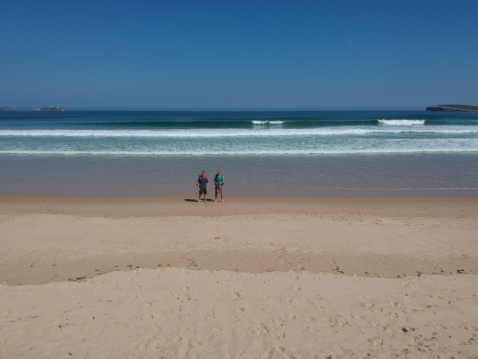 Часть пути мы шли по берегу Атлантического океана. Это фото тоже сделано на дрон