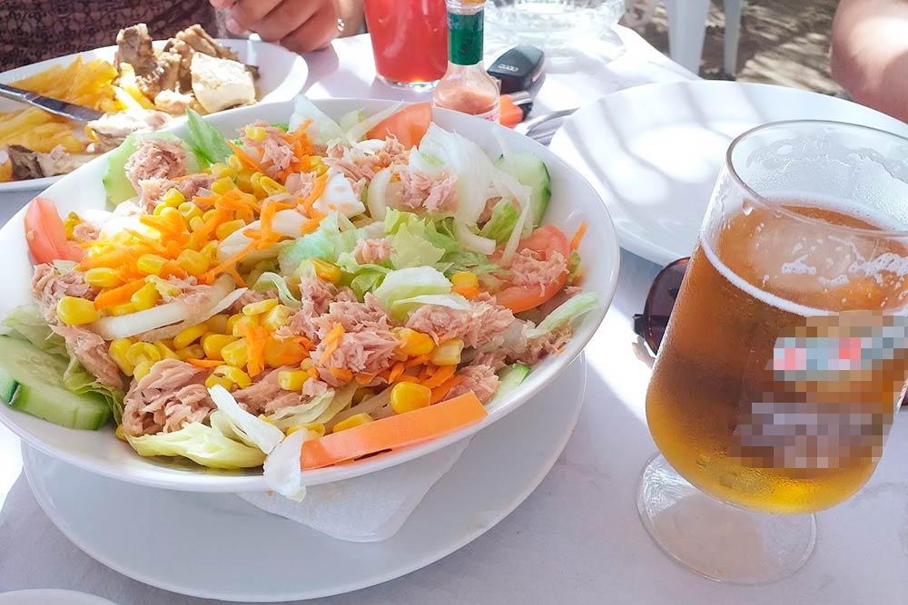 Самый обычный летний салат с тунцом