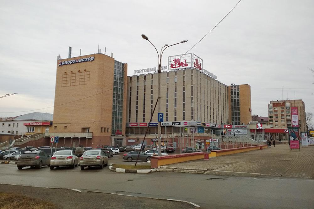 ТЦ «Русь» построили в 1989, но он до сих пор популярен у новгородцев