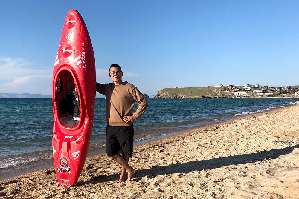 Я плавал на байдарке в километре от Шаманки. Аренда байдарки стоит 250<span class=ruble>Р</span> за полчаса. Мне хватило этого времени, чтобы наплаваться, но до скалы я так и не добрался. Советую плавать при волнах, это кайф