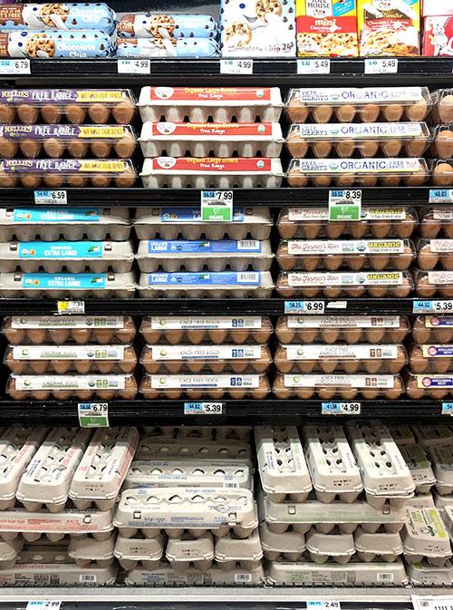 Дюжина яиц за 7,99$ (523 р.) тут тоже привычное дело