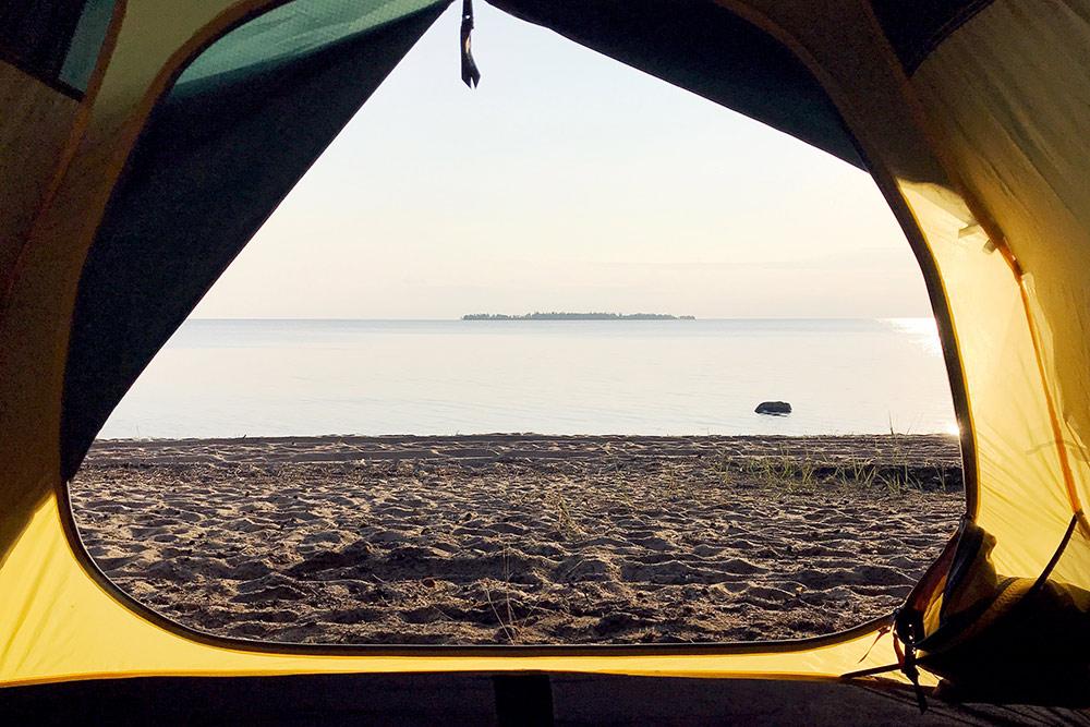 Из палатки можно любоваться восходами