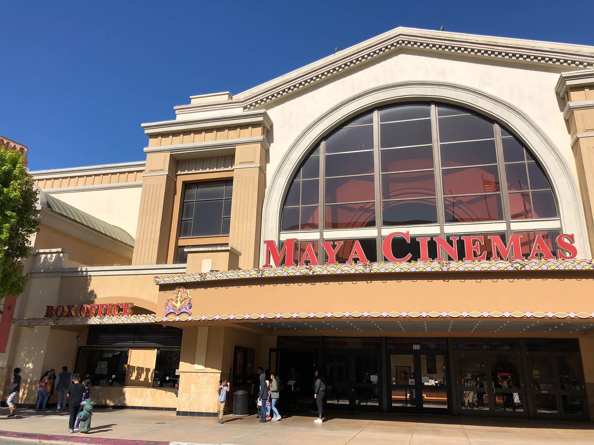 В городе три кинотеатра. Вот один из них — «Майя Синема»