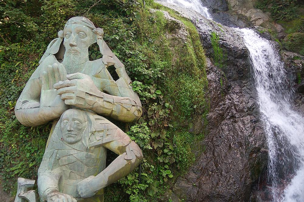 Водопад Андрея Первозванного в 17 км от Батуми. Если ехать в сторону Сарпи, водопад будет слева