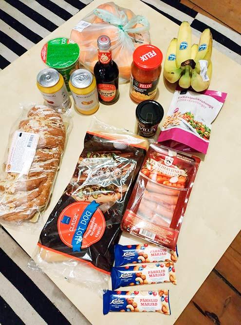 Один поход в магазин: бананы, клементины, все для хот-догов, йогурт, кола, сидр, сладкое. Вышло примерно на 19€ (1410<span class=ruble>Р</span>)