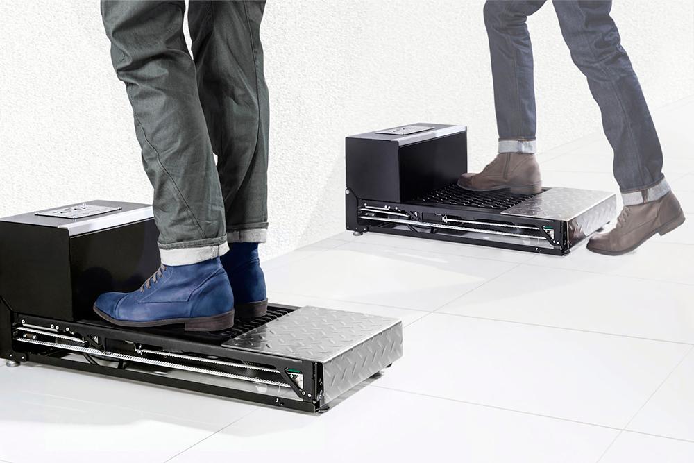 Заказчик пришел с задачей добиться сушки обуви за 30 секунд при небольшом энергопотреблении. Он терпеливо прошел все стадии доработки, получил готовое изделие, оформил на него патент и начал мелкосерийное производство