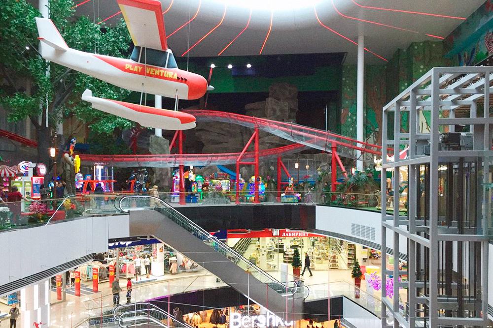Раньше торговые центры строили раз в несколько лет. Теперь их стало в три раза больше, и все постоянно путаются, где какой
