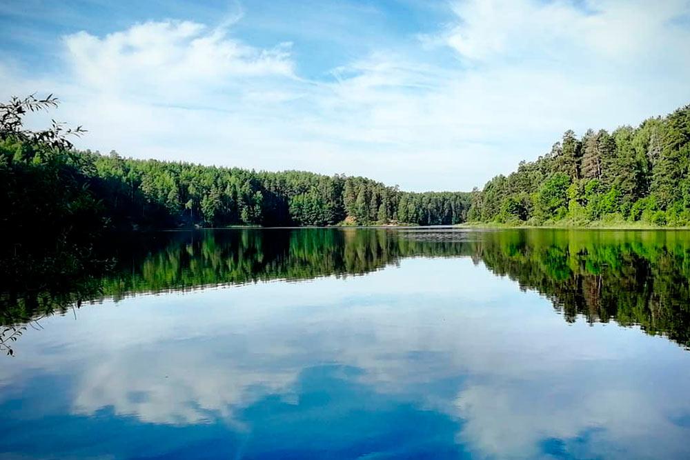 Рядом с Йошкар-Олой множество живописных рек с чистой водой, и летом там не продохнуть от наплыва горожан. Но на озере Глухое в полутора часах от города тихо и безлюдно