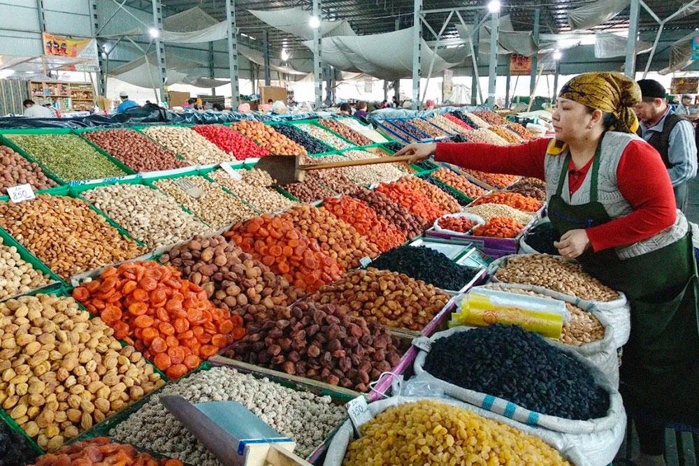 Главный базар Бишкека. Тоже всё красиво разложено, но качество товара ниже, чем в Ташкенте