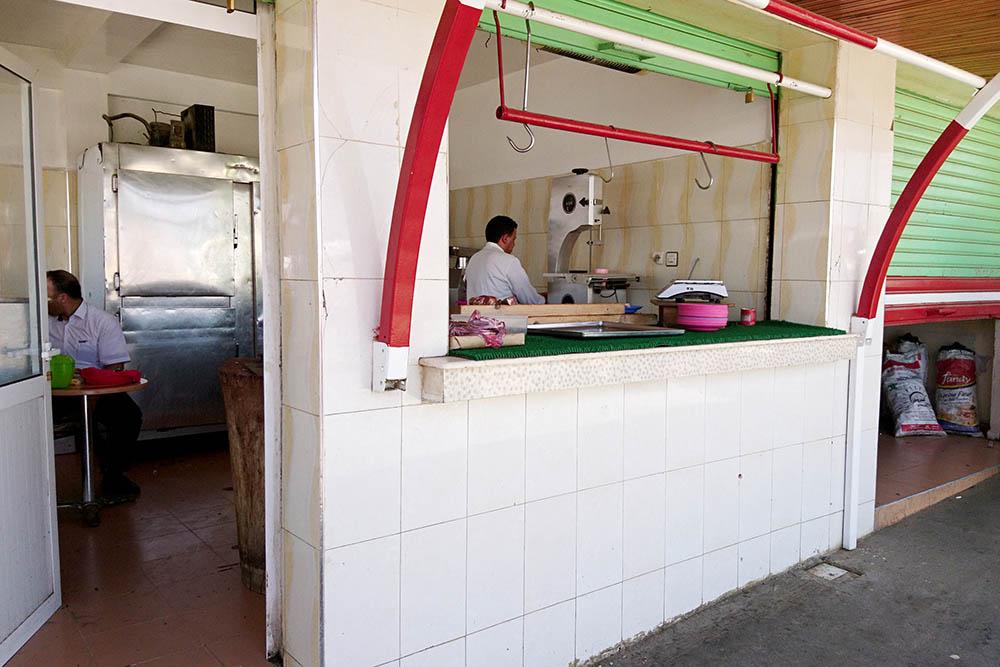 Лавка мясника на трассе Фес — Шефшауэн. Принимают только наличные. Банкомат есть, но далеко от остановки