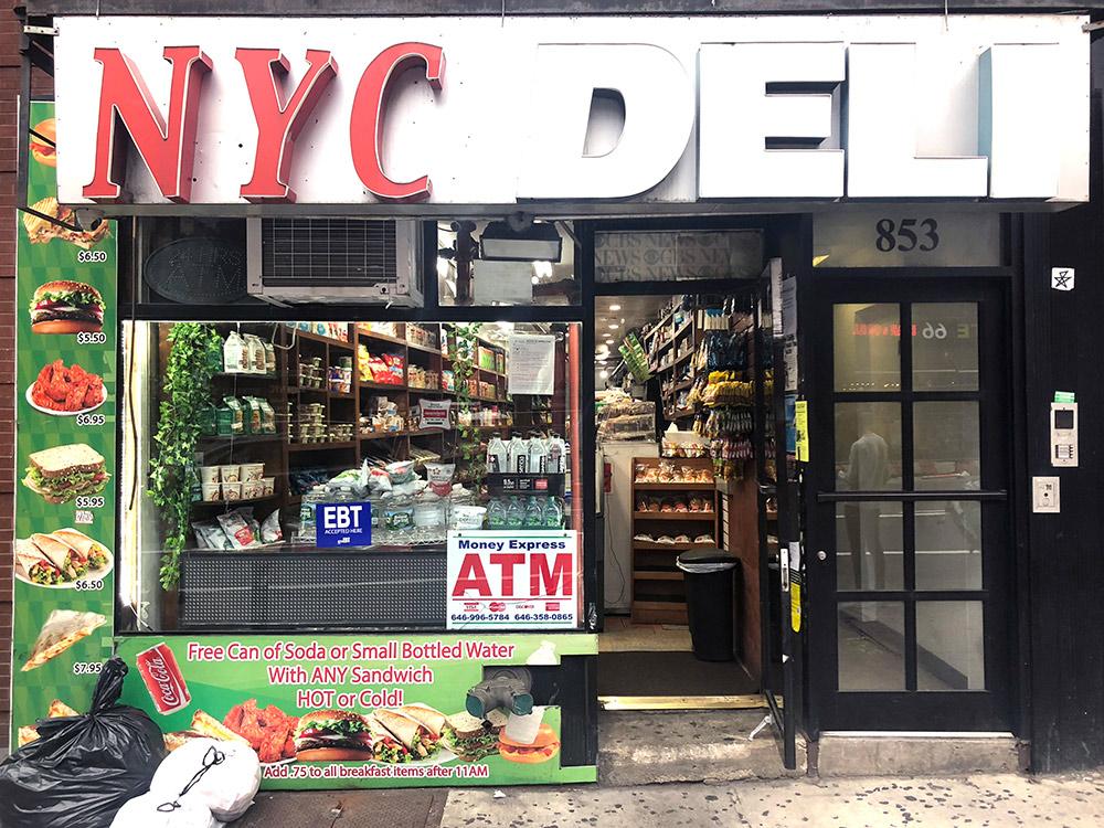 «Дели» — маленькие магазинчики, которые работают в то время, когда все супермаркеты закрыты. Здесь все с серьезной наценкой