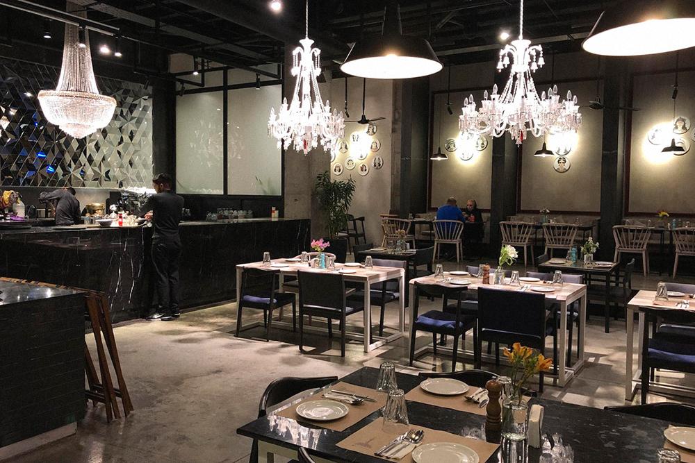 Интерьер модного ресторана персидской кухни