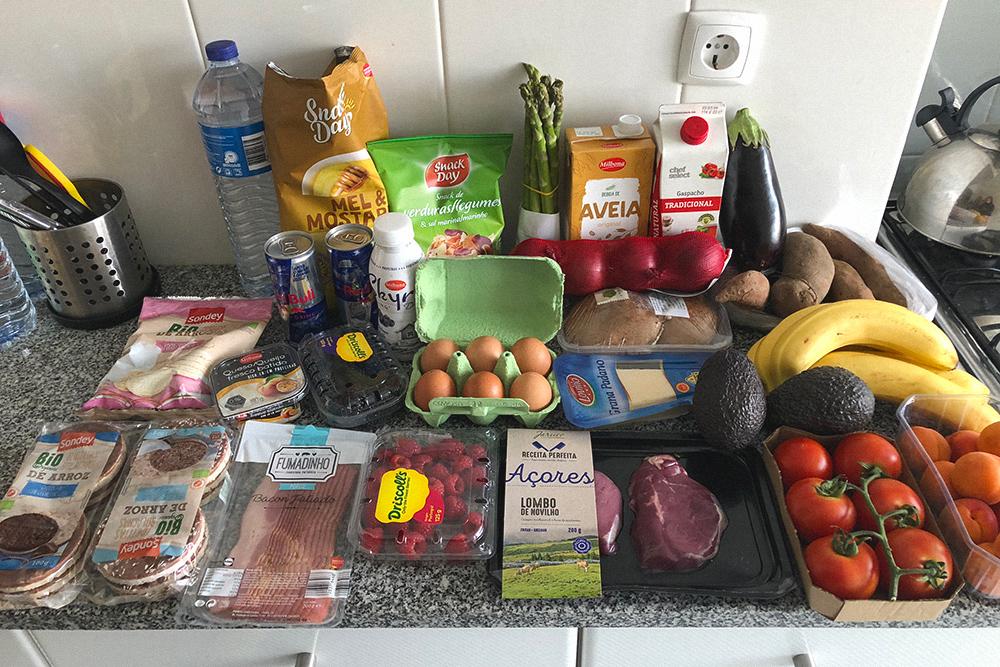 Пример закупки на неделю. Стоимость всех продуктов на фото — 47€ (3439<span class=ruble>Р</span>). Конечно, это не вся наша еда на неделю: что-то уже было в холодильнике, например овощи, йогурты и крупы
