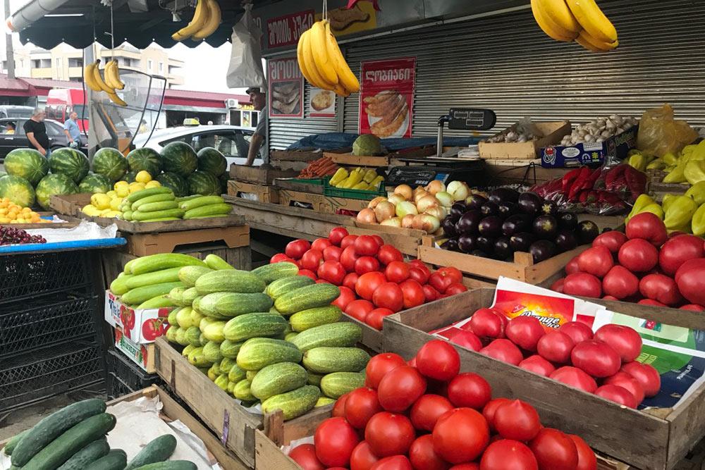Овощи на местном рынке выглядят так сочно и вкусно, что их хочется съесть сразу же после покупки