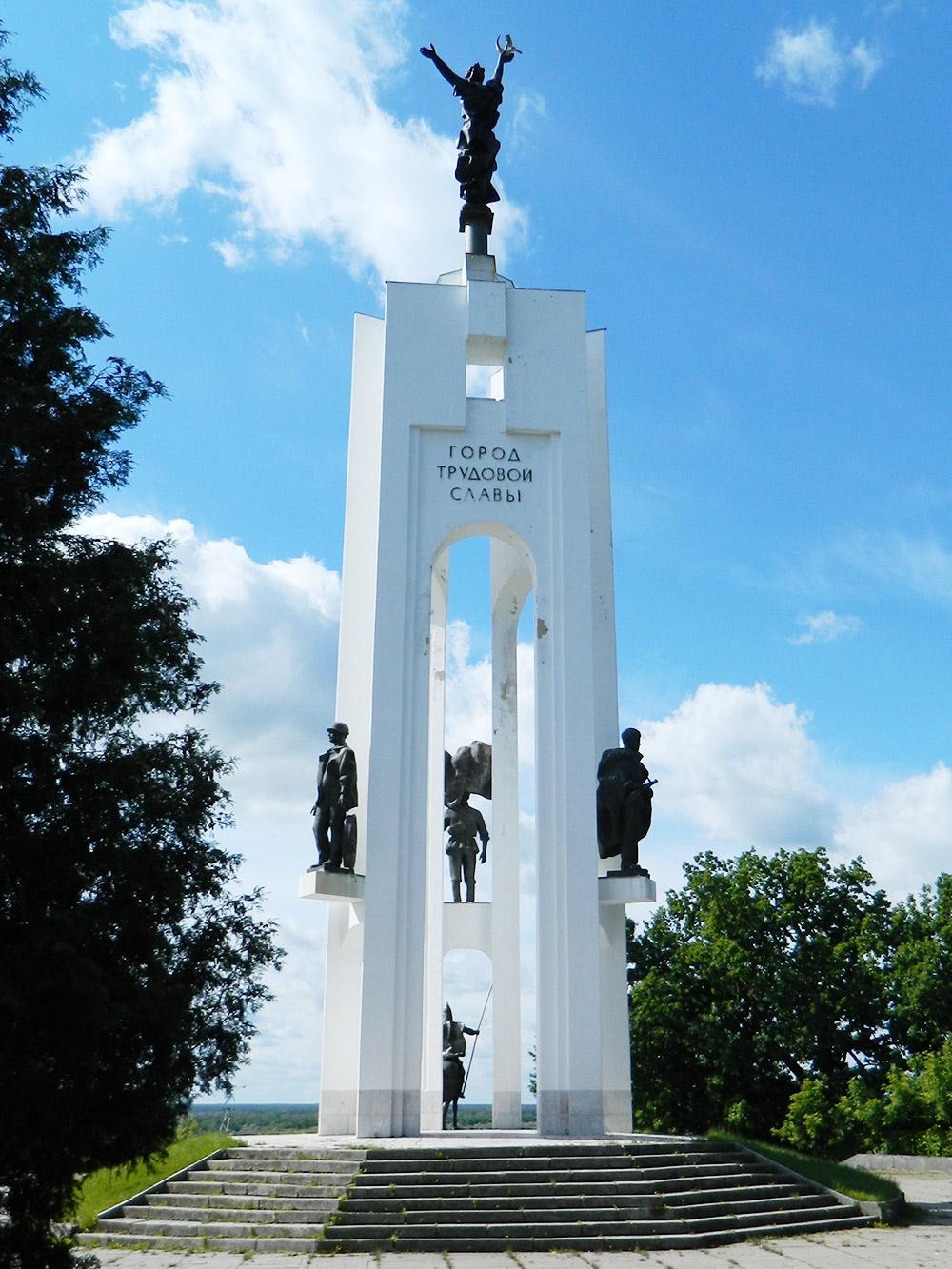 Памятник тысячелетию Брянска, расположенный на Покровской горе