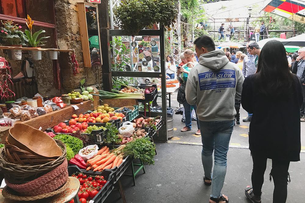 Каждое воскресенье в Будапеште устраивают ярмарки, где можно купить фермерскую продукцию