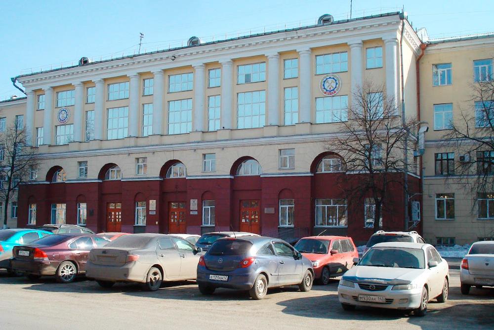 Главный корпус Кузбасского государственного технического университета