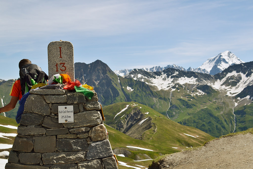 Подъем по длинному серпантину к перевалу Grand Col Ferret дался нам нелегко