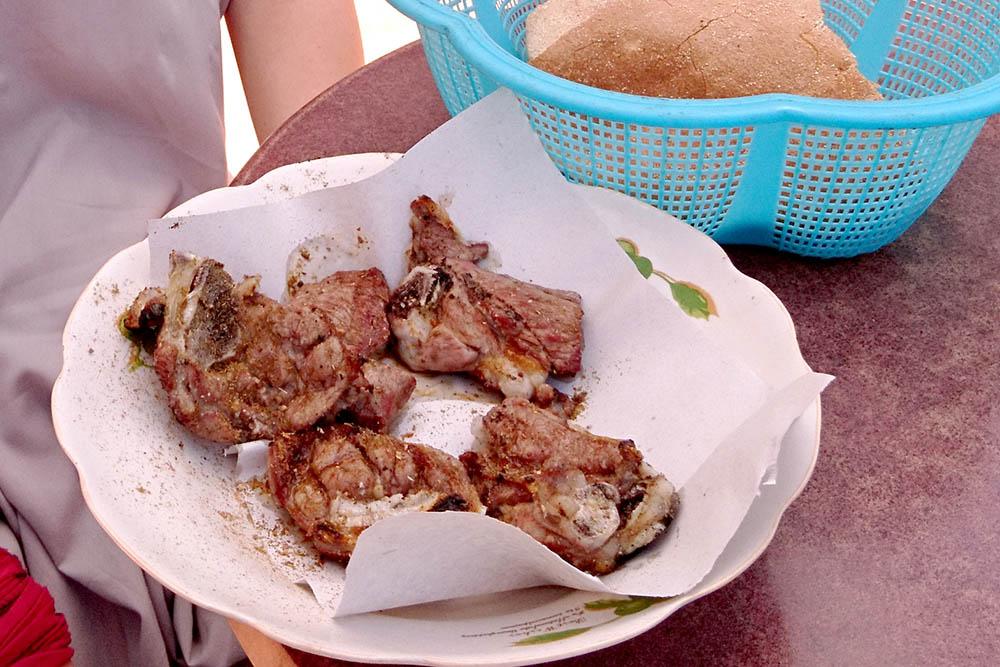 Наша порция мяса. Получилось очень вкусно. Мы даже пожалели, что не взяли больше