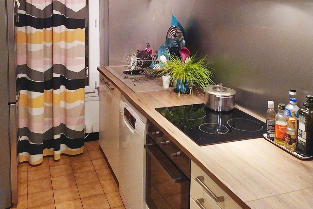 Это типичная длястарых домов кухня: узкая и вытянутая