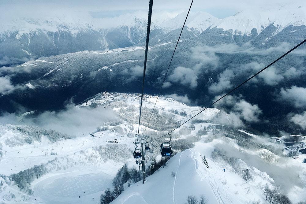Скипасс зимой стоит 1800—3000 рублей. Летом билет на подъемник к вершинам обойдется в 800 рублей
