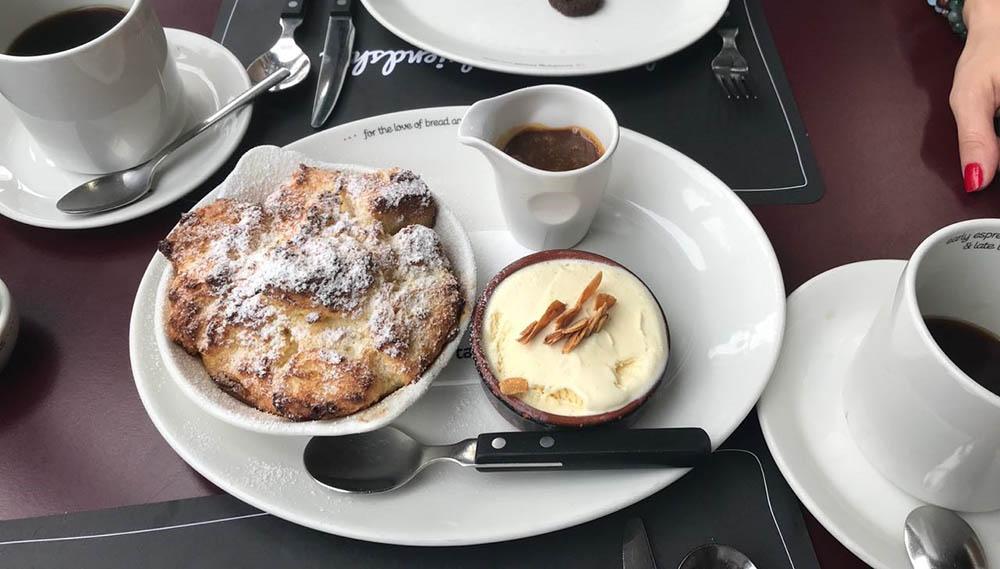 Американо (4,6$) и французский десерт «пан-пердю» (10$)