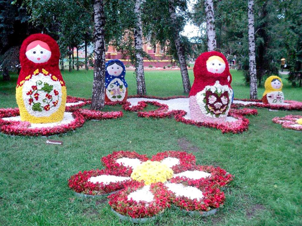 В дни «Флоры» территорию Выставочного сквера занимают скульптуры и композиции из цветов и растений