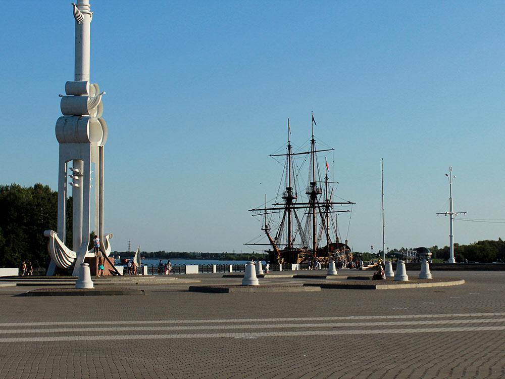Адмиралтейская площадь: тут проходят концерты и праздники