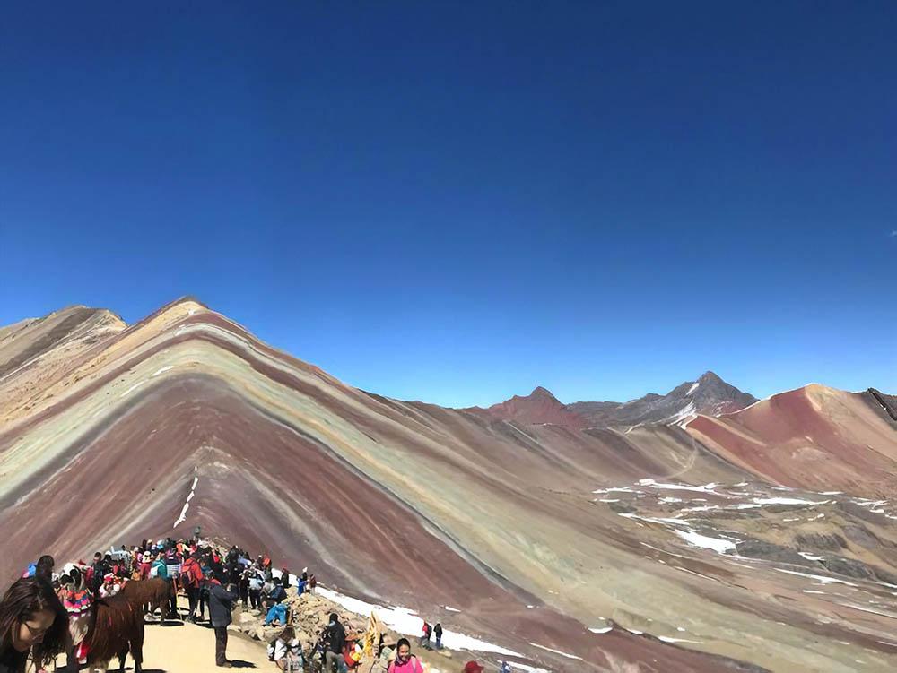 Радужные горы Виникунка в Андах, которые я так и не увидела из-за горной болезни. Это фото сделала моя соседка