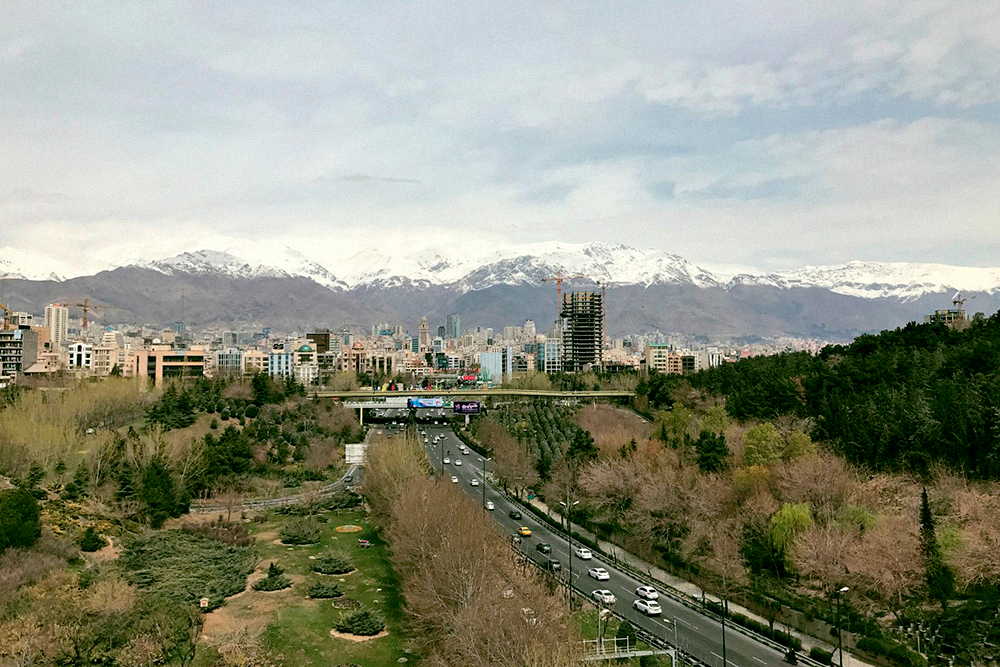 Вид с моста Табиат на горы и город