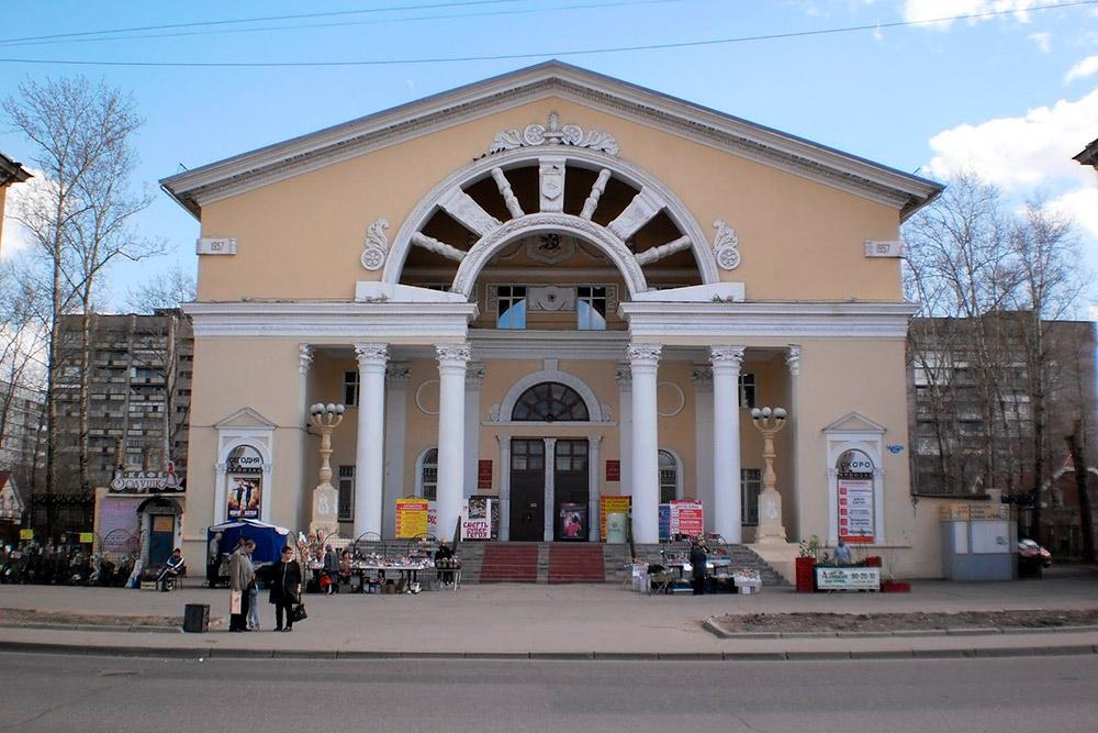 Кинотеатр «Комсомолец» — один из хорошо сохранившихся образцов архитектуры в стиле сталинского барокко