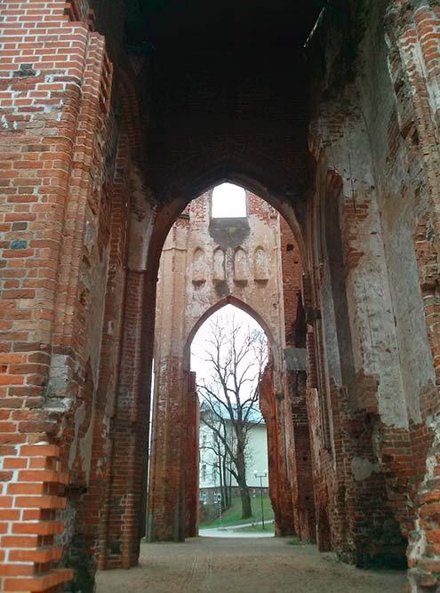 Тарту был основан киевским князем Ярославом Мудрым в 11 веке на «удачном» месте: торговые пути — и все армии во время всех войн в этом регионе — проходили через него