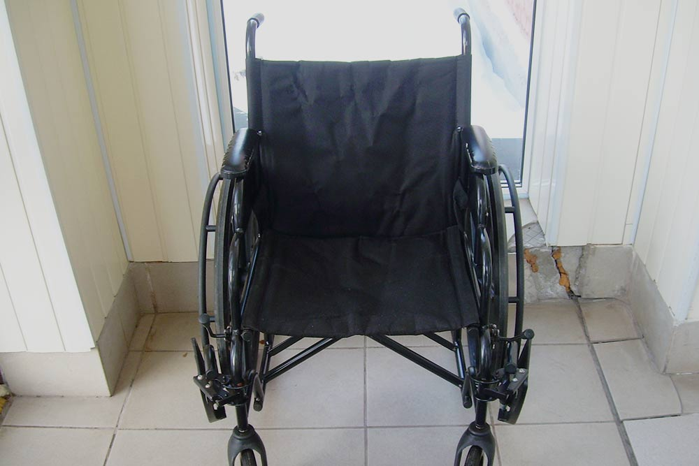 Кресло-коляска для дома. Также бывают прогулочные. Кресло складывается — я привез его домой на легковом такси, не разбирая. Они стоят 6000—30 000<span class=ruble>Р</span>