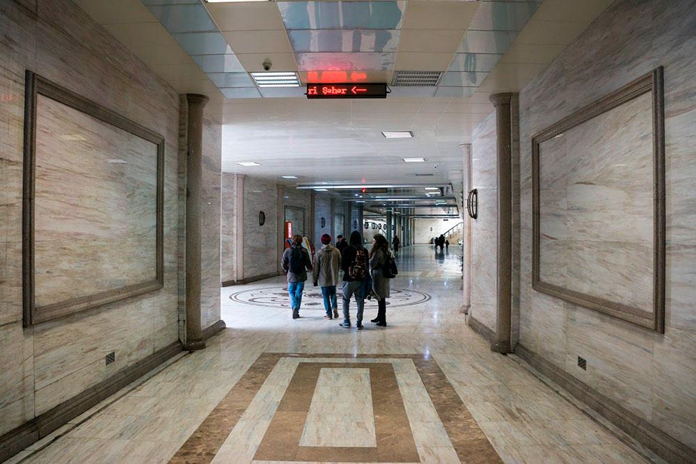 Подземные переходы в Баку такиеже роскошные, как станции первой очереди московского метрополитена