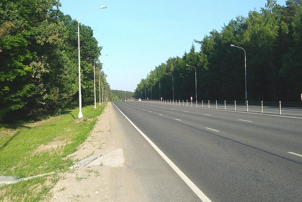 По такой дороге я еду на работу, в томчисле и на велосипеде
