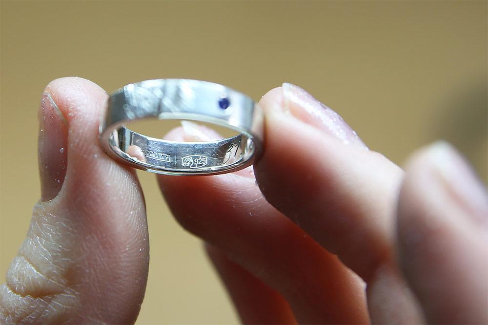 Именник с пробирным клеймом на серебряном кольце