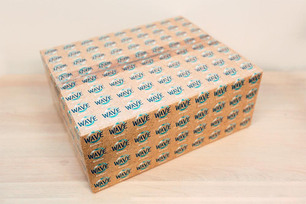 Это наш первый вариант упаковки. Мастер-короб на39упаковок легко трансформируется влоток. Но «Перекресток» потребовал заменить его намаленькие коробки, рассчитанные на6единиц продукции. Вновой партии мы предусмотрели мастер-короб на6единиц